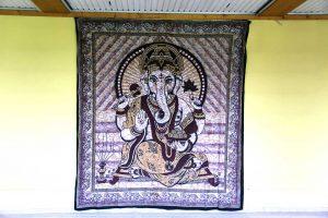 Ganesha steht für einen guten Anfang (Wandteppich im Lakshmi-Raum)