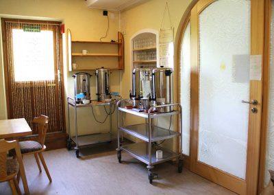 Tee und Wasser - Eingang-Lakshmiraum